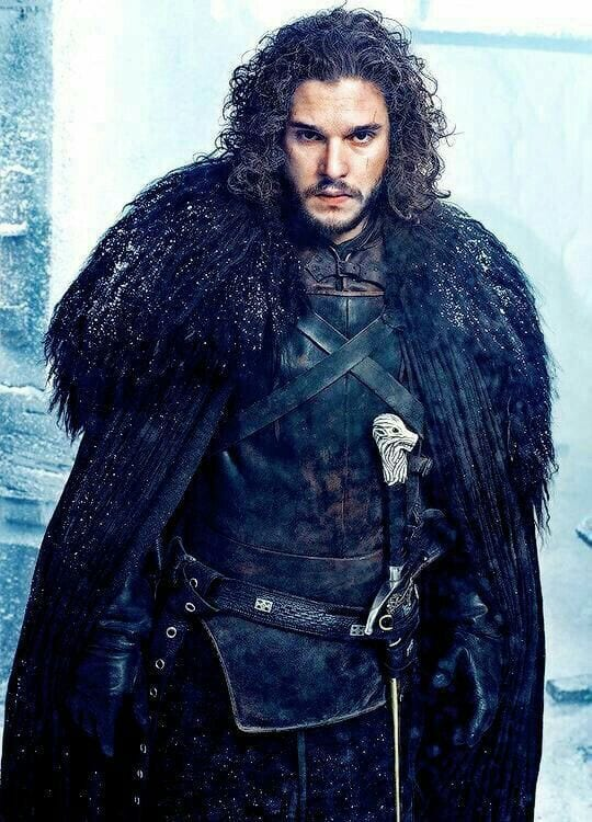 jon snow romantic look with curly hair