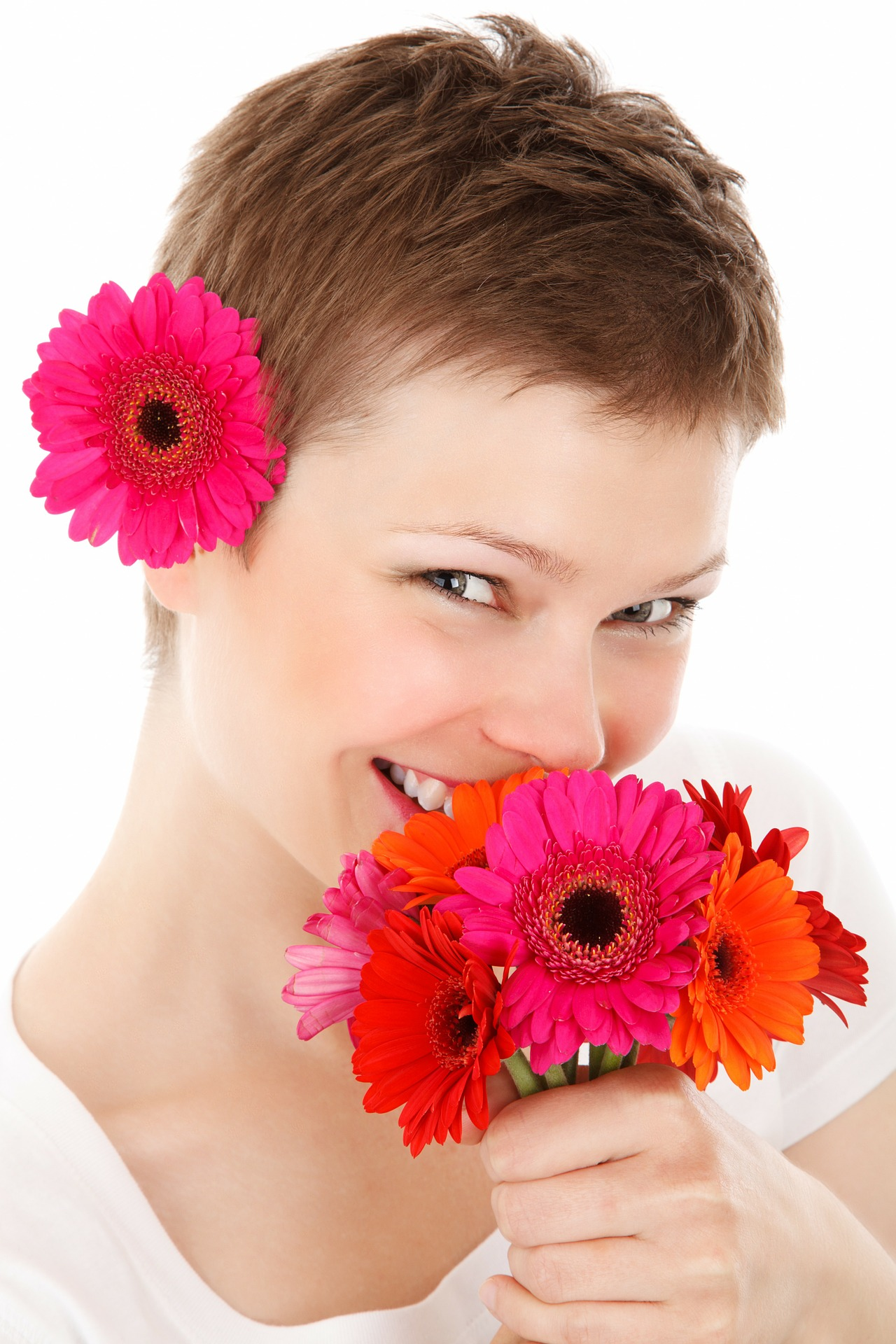Short-Hairstyle-with-Flowers