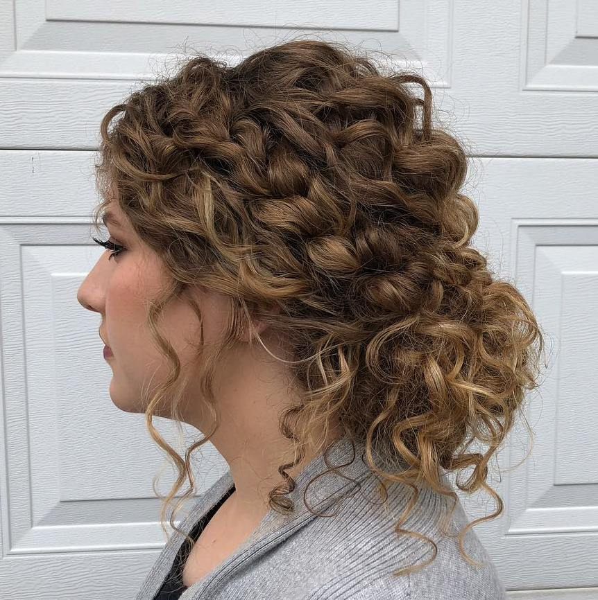40 Incredibly Cool Curly Hairstyles For Women To Embrace In 2020