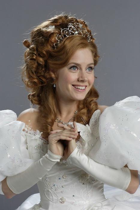 Amy Adams Auburn Queen Hairstyle