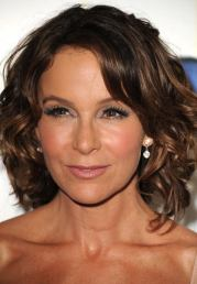 jennifer grey curly hairstyle