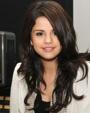 selena gomez long layered hairstyle