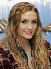 ashlee simpson layered hairstyle