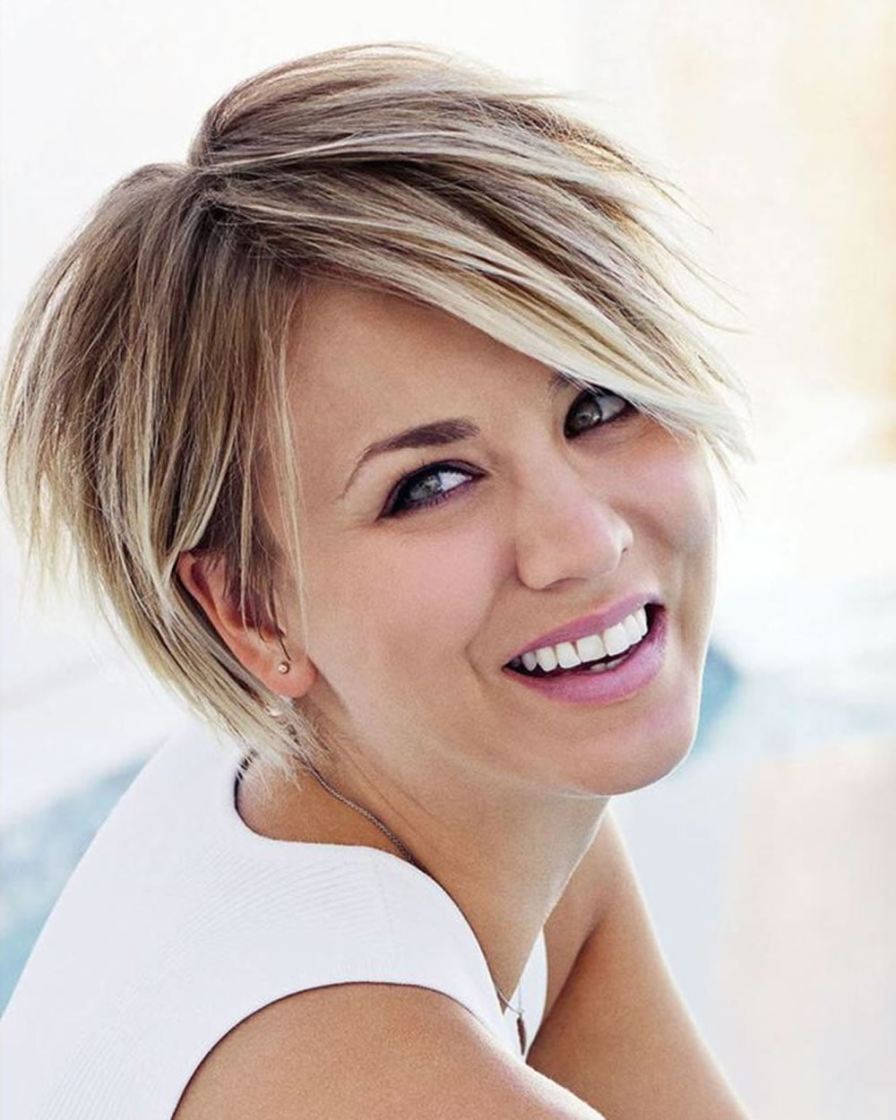 Short Haircuts and Makeup Preferences for 20182019  HAIRSTYLES