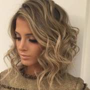 curly & wavy short hairstyles