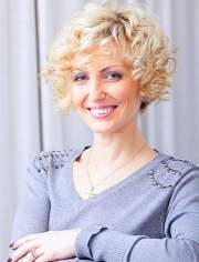 curly short hairstyles older
