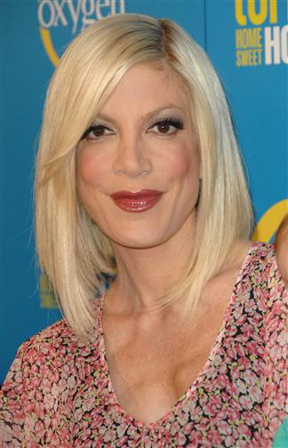 Tori Spelling Hairstyle  HairstyleStylecom