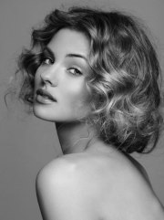 curly hairstyle short fine