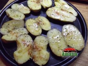 Cartofi copti cu ou si branza  1