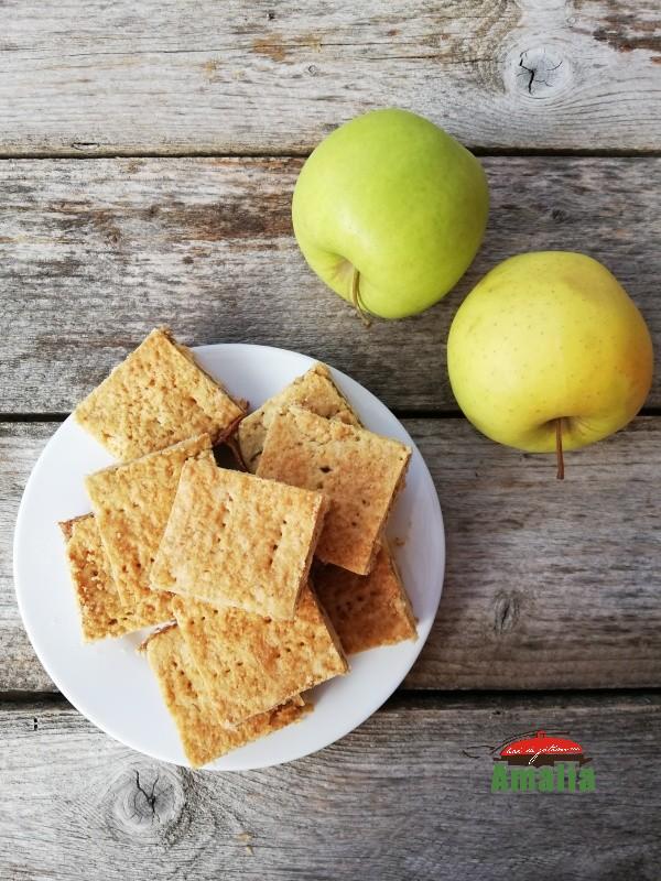 Prăjitură fragedă cu mere