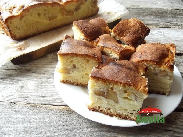 Prajitura turnata cu mere si branza dulce