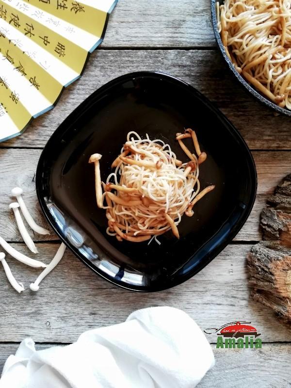 Ciuperci Shimeji cu paste