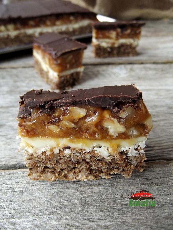 Prajitura Snickers, un desert delicios