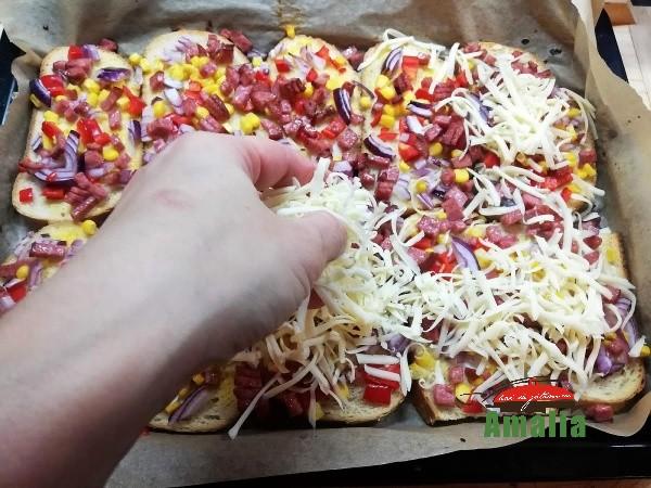 Pizza-pe-felii-de-paine-amalia-5