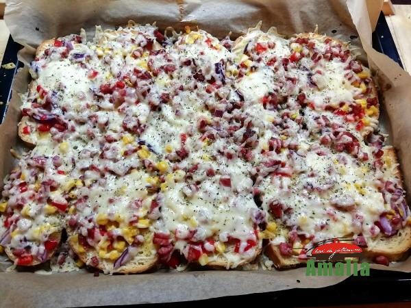Pizza-pe-felii-de-paine-amalia-8