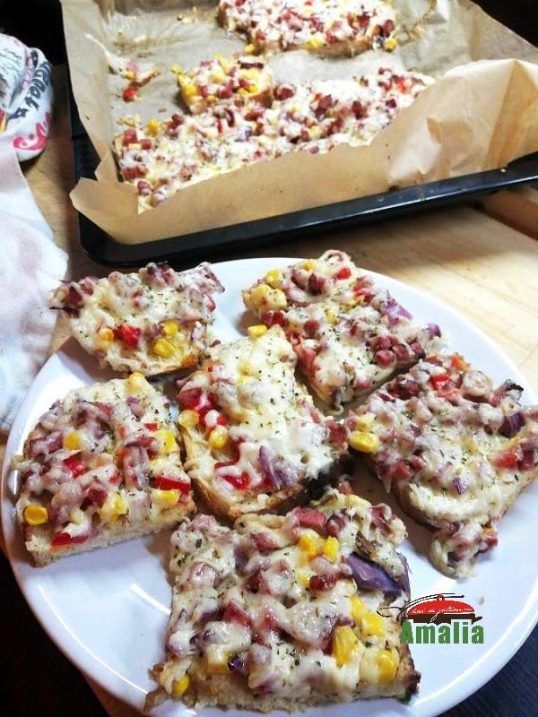 Pizza-pe-felii-de-paine-amalia-2