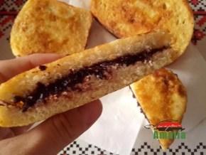 Sandvisuri calde cu branza dulce si gem