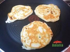 pancakes-cu-branza-sarata-si-verdeturi-amalia-5