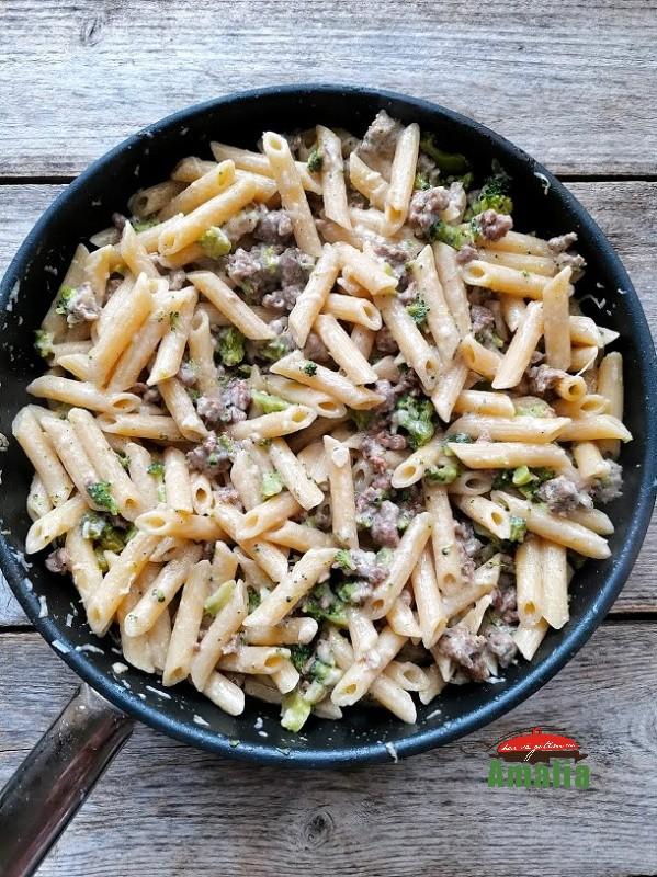 paste-cu-broccoli-si-carnati-amalia-8