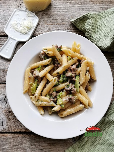 paste-cu-broccoli-si-carnati-amalia-2