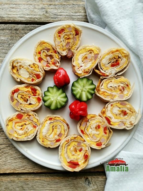 Rulouri-din-lipie-cu-omleta-amalia-1