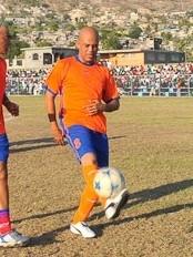 Haïti - Sport : Le Président Martelly joue au football à St-Marc !