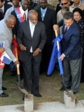 Haïti - République Dominicaine : Pose de la première pierre de l'Université du Nord