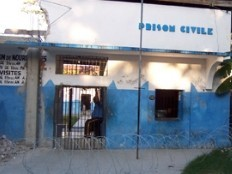 Haïti - Prison des Cayes : Le juge d'instruction réclame la détention de 15 policiers