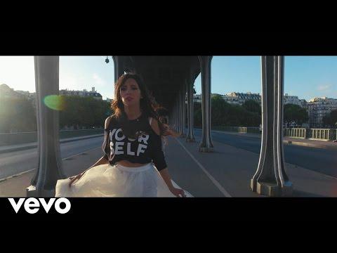 """""""فيديو"""" موهبة سوسية تتألق في إيطاليا بفيديو كليب """"أسود وأبيض"""""""