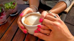 Lee más sobre el artículo Qué es el enamoramiento, sus etapas y características