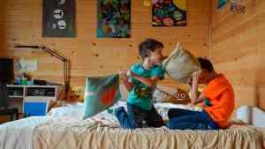 Lee más sobre el artículo Peleas entre hermanos ¿cómo manejarlas y qué hacer?