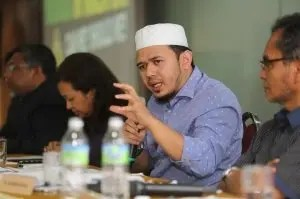 Respect-all-encompassing-Gods-laws-Umno-cleric-tells-Zaid-Ibrahim