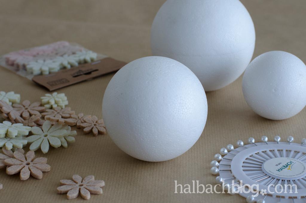 DIY-Idee halbachblog: Material für Filz-Blütenkugeln mit Perlennadeln in Natur-Weiß