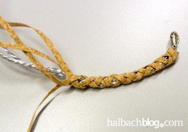 DIY-Idee halbachblog: geflochtenes Armband aus Korkstoff Streifen I gleichmäßig flechten für eine harmonisches Endergebnis I