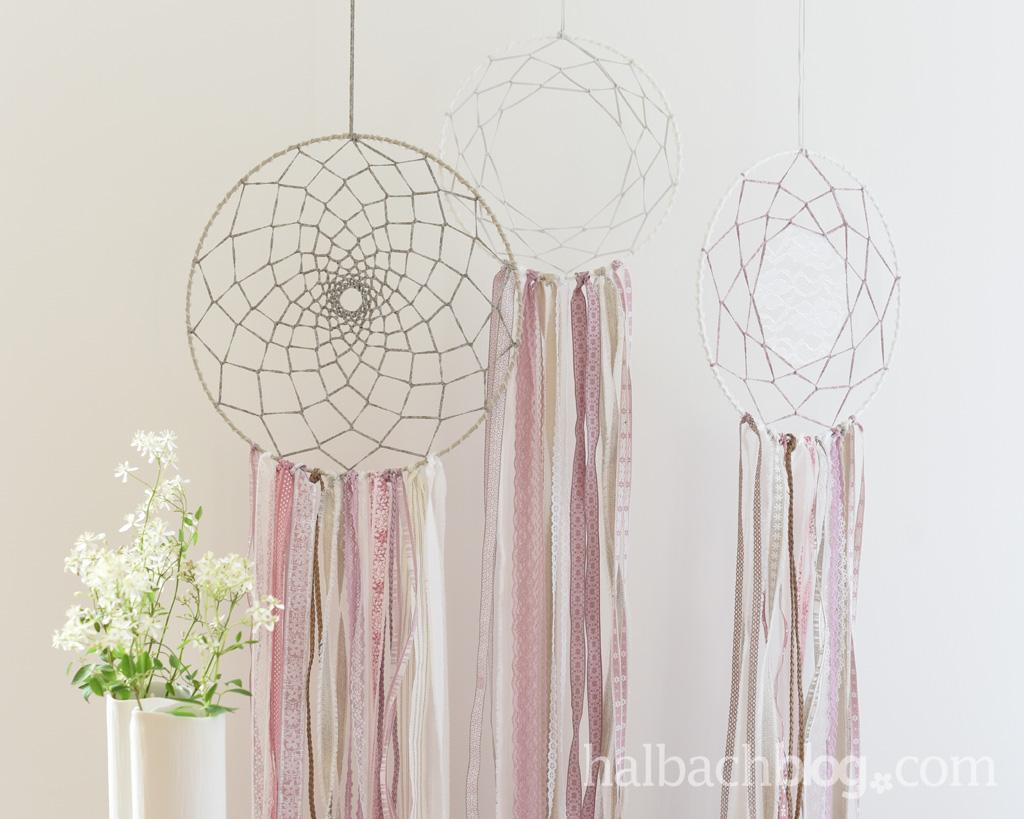 DIY-Anleitung Halbachblog: Traumfänger basteln mit Bändern und Spitze im Boho-Vintage-Style in Rosa, Natur, Weiß