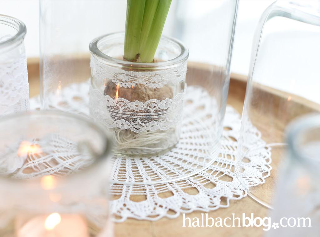 Dekoidee Halbachblog: Gläser mit weißer Spitze mit Hyazinthen und als Teelicht