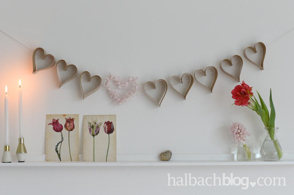 Halbachblog-DIY-Idee (nicht nur) zum Valentinstag: Herz-Girlande aus Holzfurnier-Stoff nähen