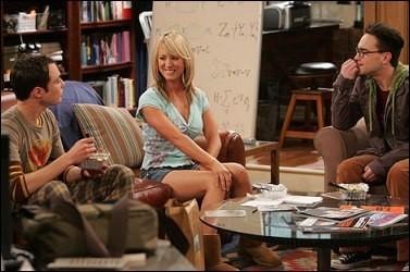 Primeiro contato...Penny sentando no lugar do Sheldon (parte hilária).