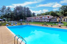 King Size Pool - Moon Motel & Cottages Weirs Beach