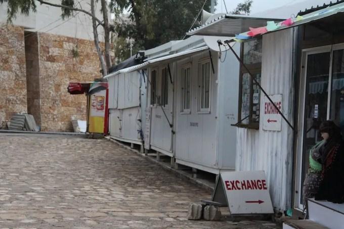 Petra Vendors Outside Gate