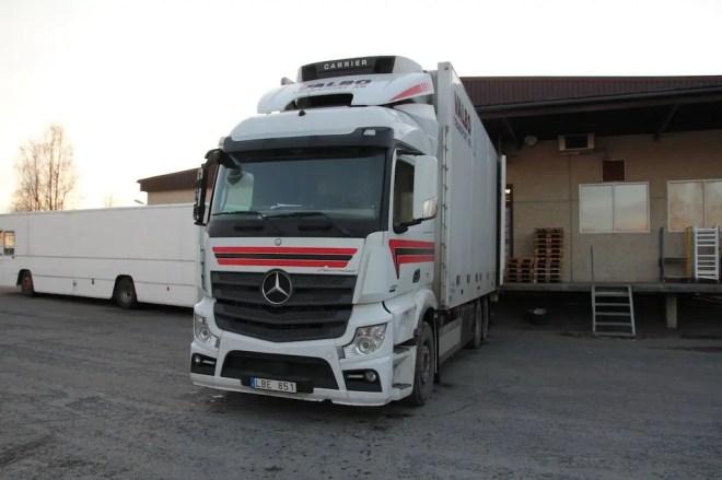 Mercedes Semi Truck Sweden Hitch