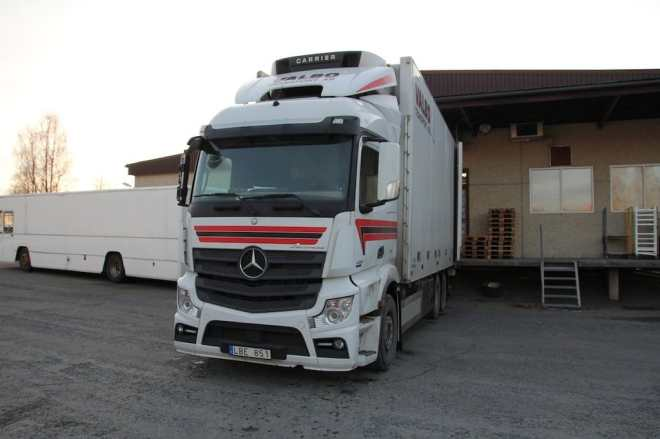 Mercedes Semi Truck Sweden Hitch