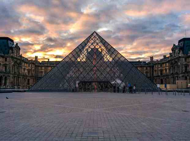 France-Paris-Louvre-Morning