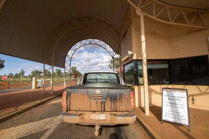 australia-outback-uluru-entrance