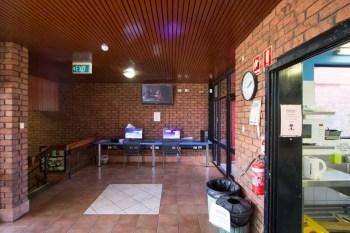 australia-alice-springs-hostel