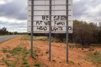 australia-outback-graffiti