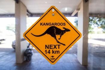 australia-outback-kangaroo-sign