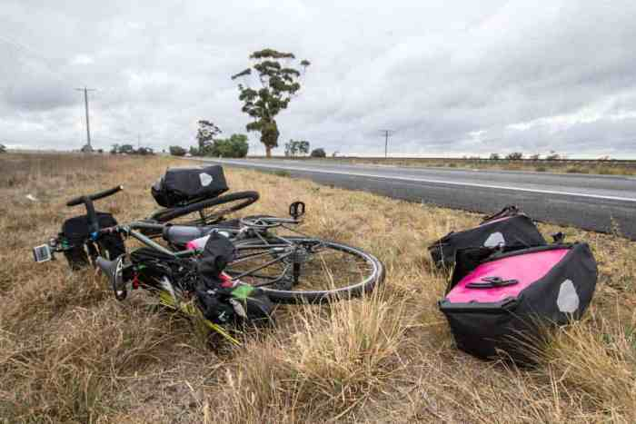 Australia-Bike-Tour-Roadside