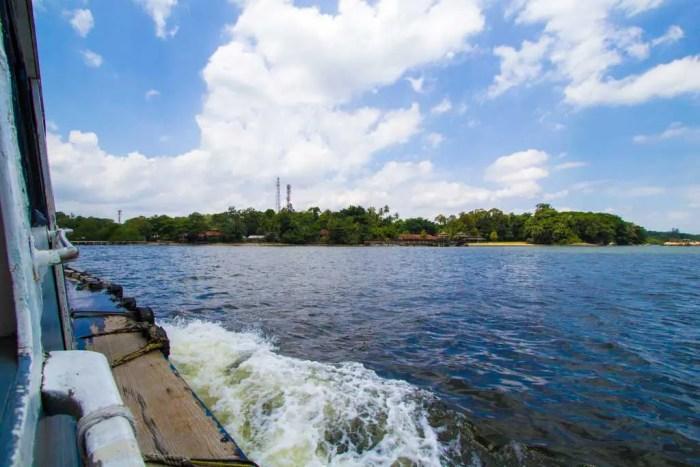 Singapore-Island-Boat