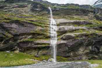 New-Zealand-Earnslaw-Burn-Track-Waterfall